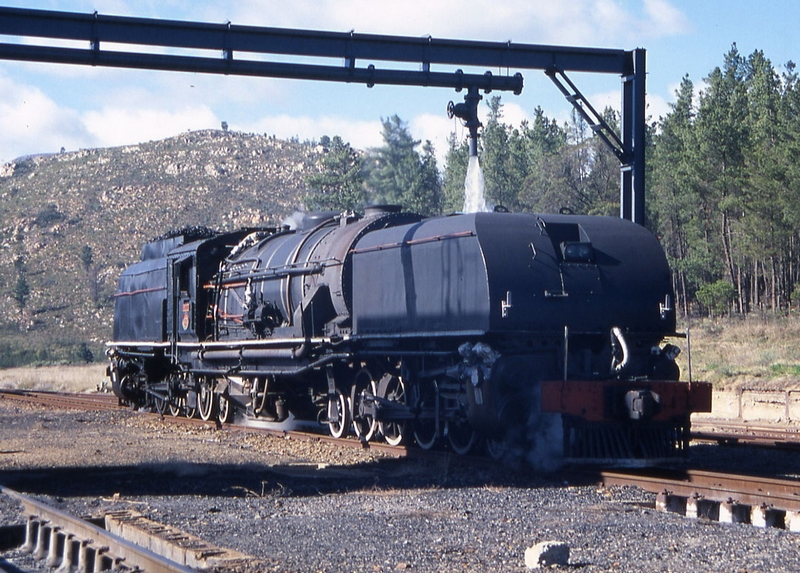 SAR_Class_GEA_4023_(4-8-2+2-8-4)_4023 taking water at Camfer on the Montagu Pass, 2002 R.jpg