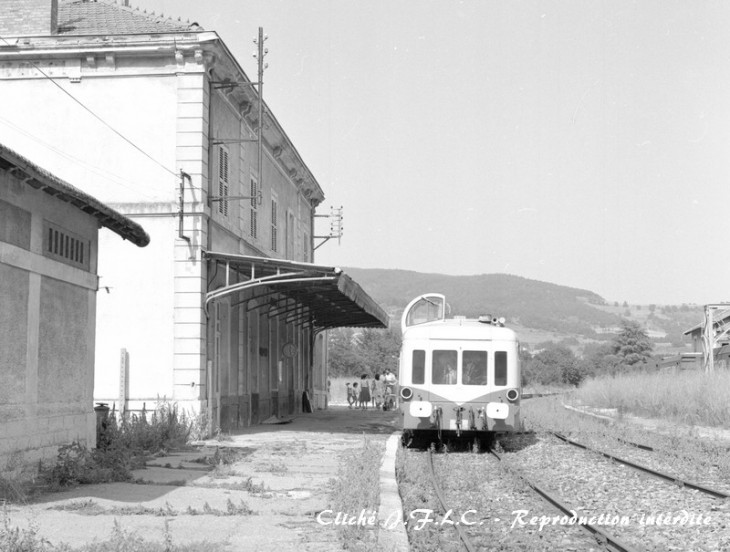 SNCF X3989 Anonnay - gare Bourg Argental septembre 1987 R.jpg